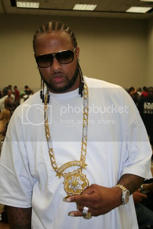 http://i523.photobucket.com/albums/w351/houstonhiphop/ozone/IMG_2156.jpg